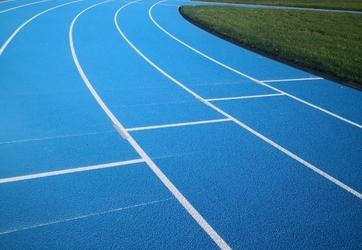 Tracage d'une piste d'athlétisme à Andrézieux